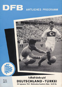 Fußball - Länderspiel Deutschland - Türkei in Frankfurt am 28.9.1963.